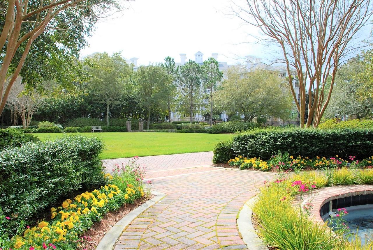 Garden flowerbed edging